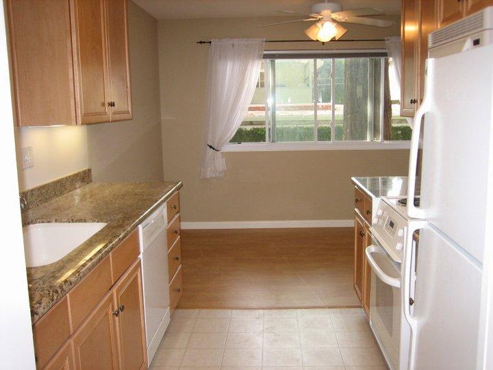 Noel Oaks Apartments - Kitchen