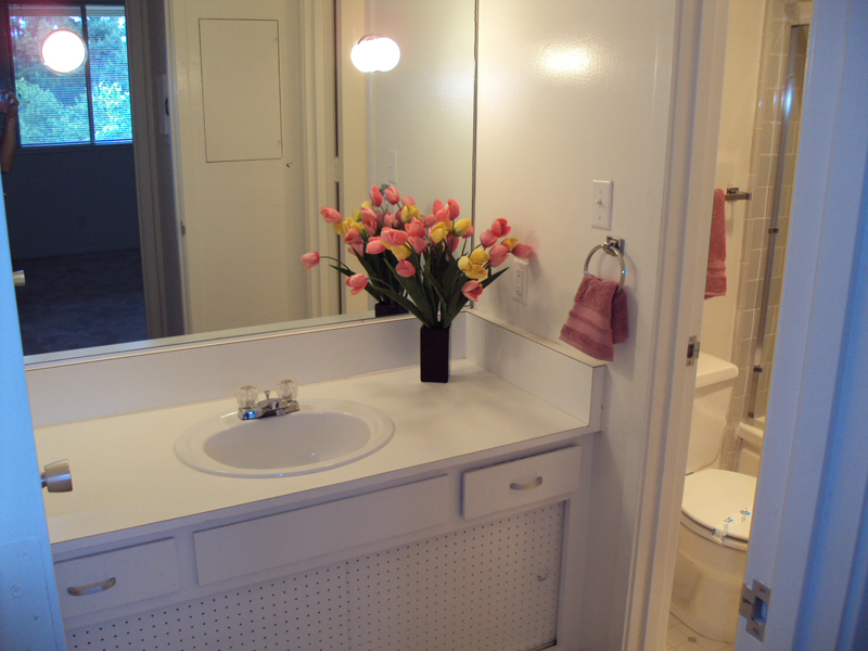 Arastradero West Apartments - Bathroom