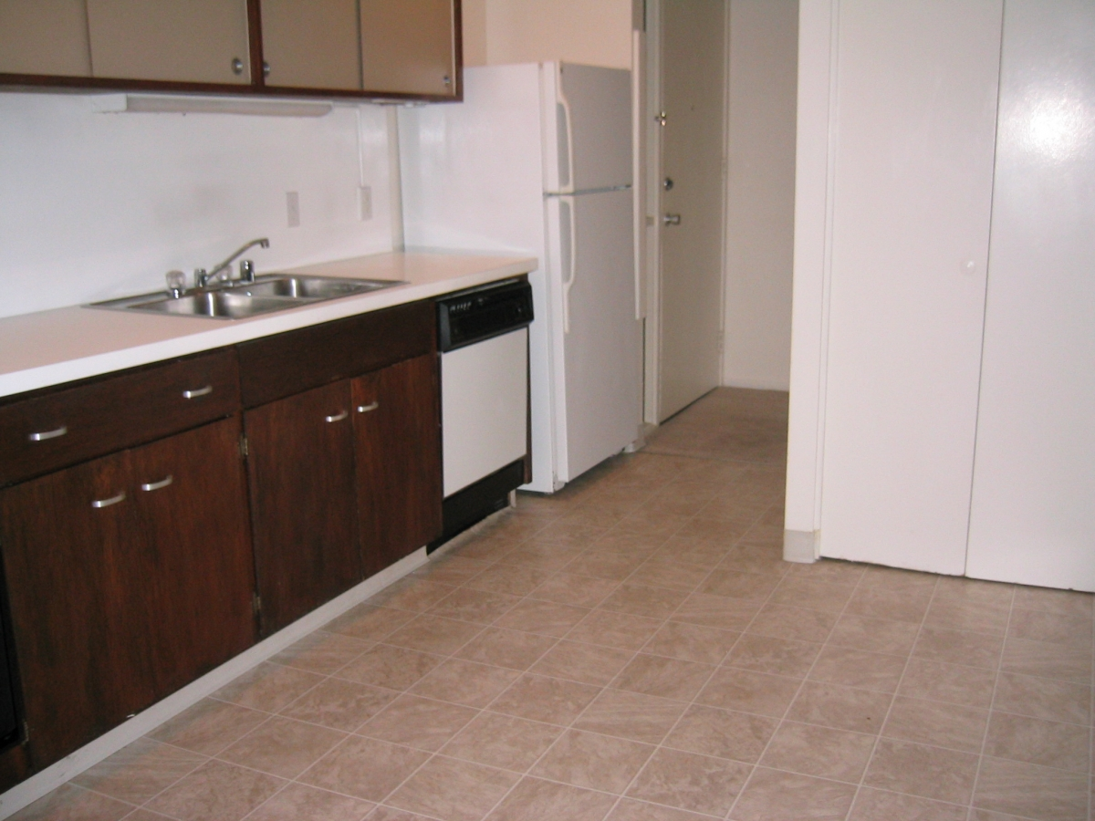 Arastradero West Apartments - Kitchen