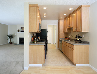 Laurel Grove Apartments - Kitchen