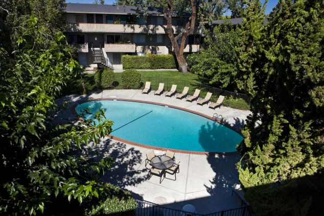 Stanford Villa Apartments Pool
