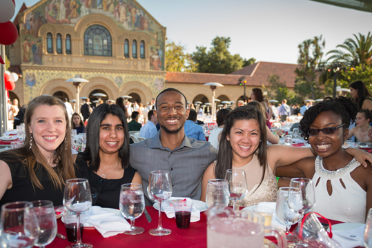 Students enjoying R&DE's Senior Dinner on the Quad.
