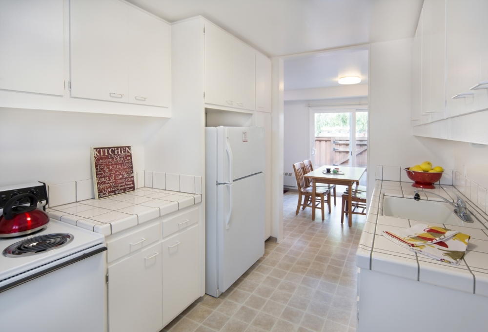 Escondido Lowrise - Two- or Three-Bedroom Single Graduate Lowrise Apartment, Kitchen