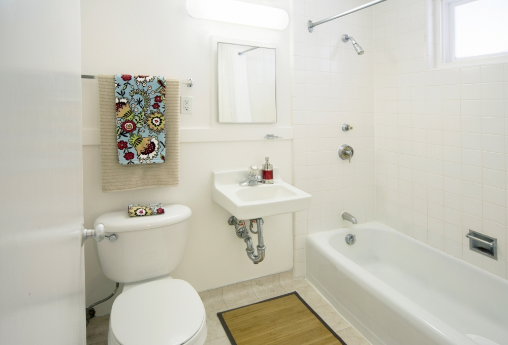 Escondido Lowrise - One-Bedroom Couples Lowrise Apartment, Bathroom