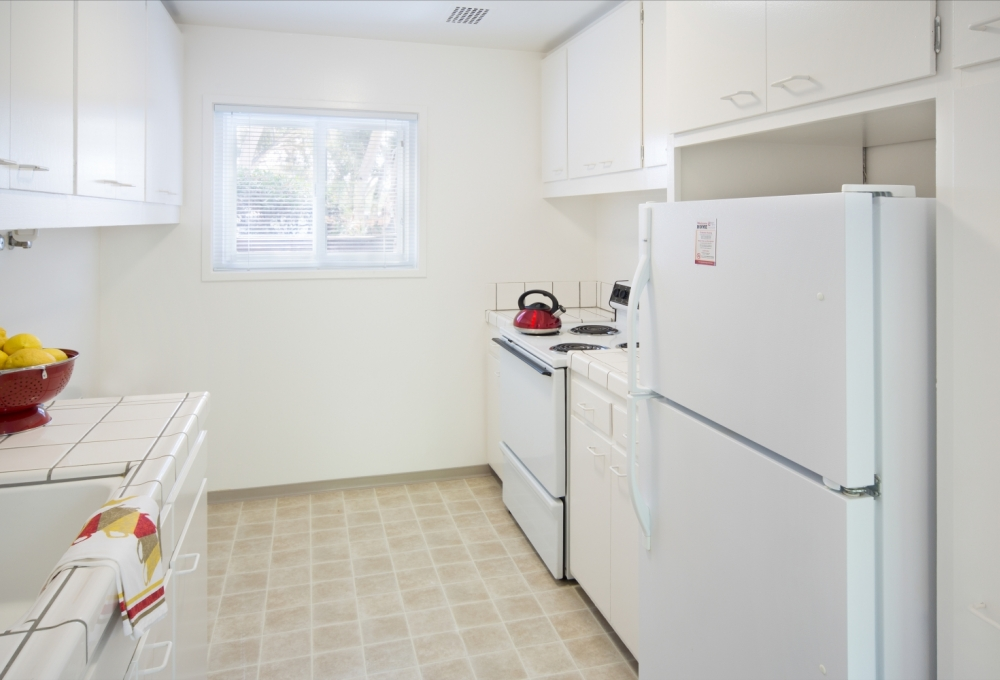 Escondido Lowrise - Two- or Three-Bedroom Family Townhouse, Kitchen