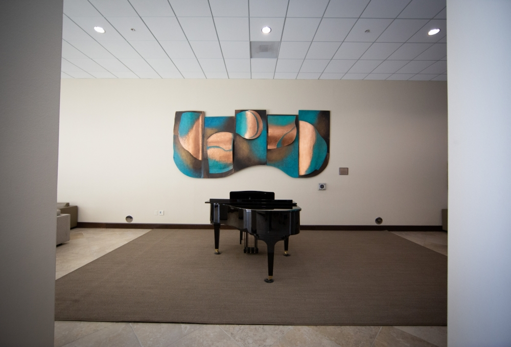 Munger, Lounge Area with Piano