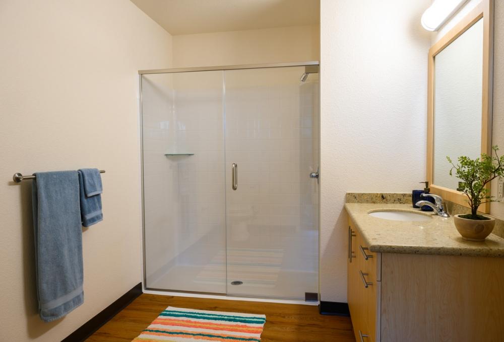 Junior Premium: Two Bedroom - Bathroom Area