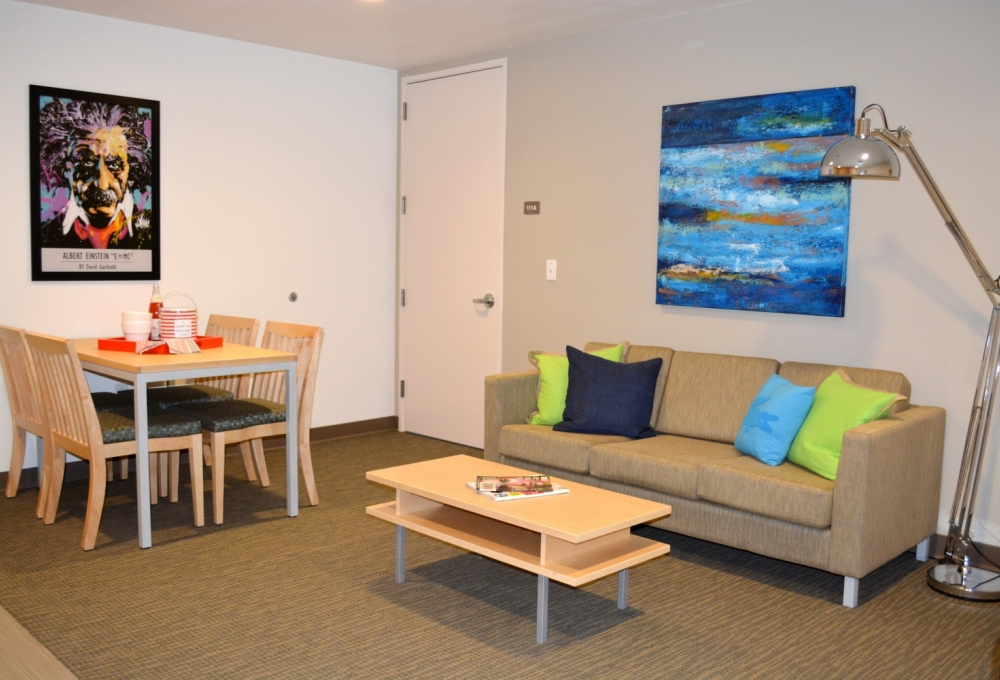 Kennedy Premium 2-Bedroom, Living and Dining Room