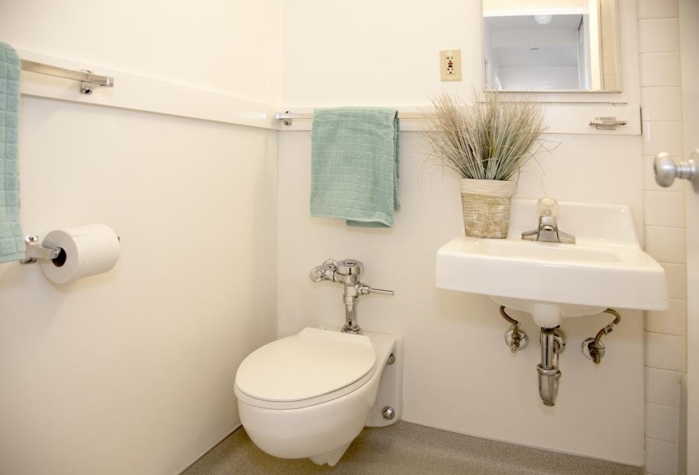 Escondido Village High-Rises, One-Bedroom, Bathroom