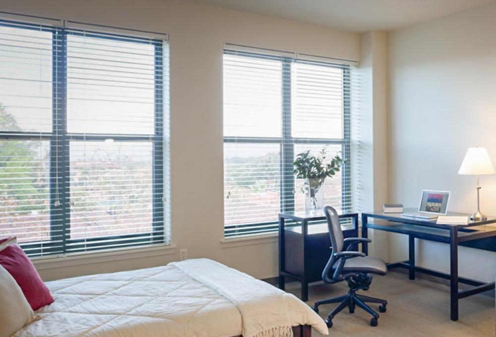 Munger, Standard Studio, Bed and Desk
