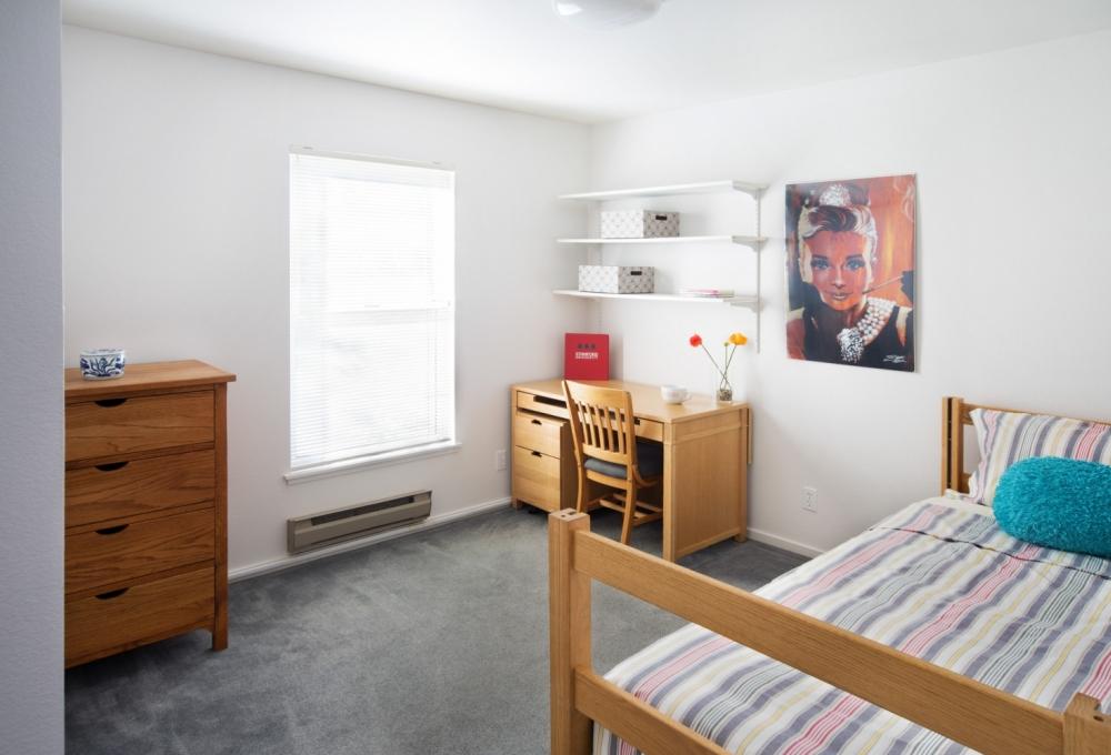 Rains 4-Bedroom, Bedroom