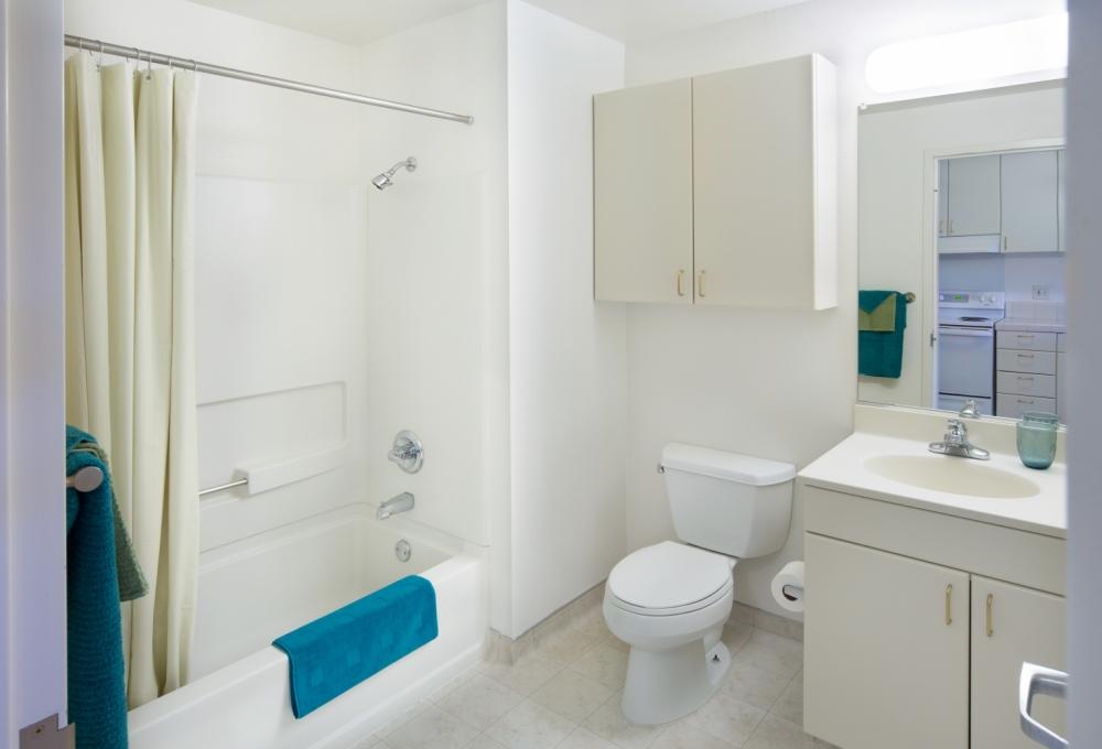 Escondido Village Studios, Bathroom