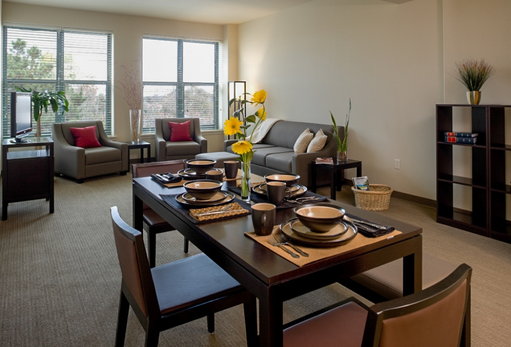 Munger, Premium 4-Bedroom, Living and Dining Room